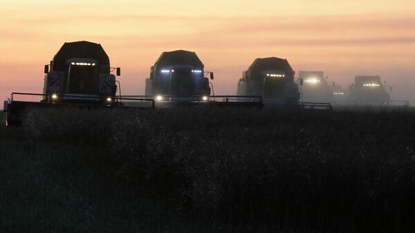 Комбайны во время уборки урожая
