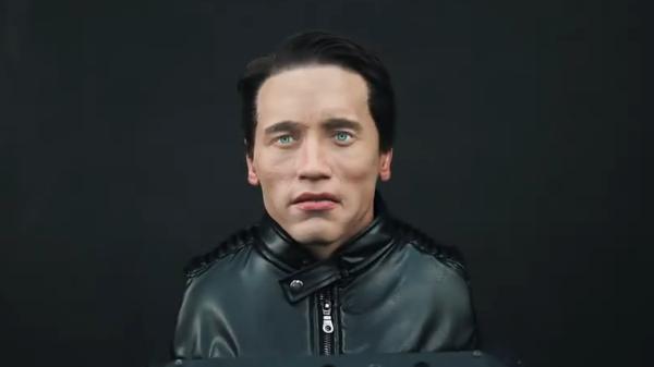 Шварценеггеру в Петербурге показали его робота-двойника