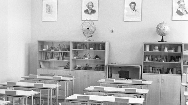 Выставка школьной мебели.