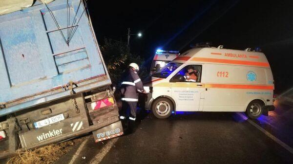 Cтолкновение микроавтобуса и фуры в уезде Яломица, Румыния. 5 октября 2019
