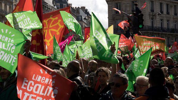 Участники протеста В Париже против законопроекта об искусственном оплодотворении