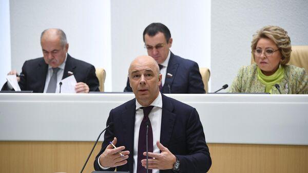 Министр финансов РФ Антон Силуанов выступает на заседании Совета Федерации