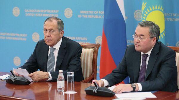 Министр иностранных дел РФ Сергей Лавров и министр иностранных дел Казахстана Мухтар Тлеуберди на пресс-конференции по итогам переговоров. 9 октября 2019