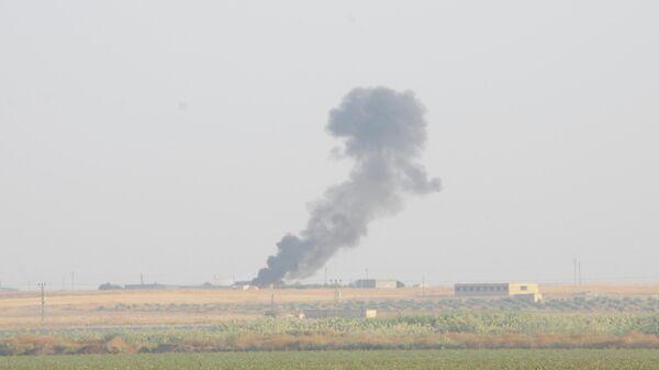 Дым от бомбардировок на северо-востоке Сирии