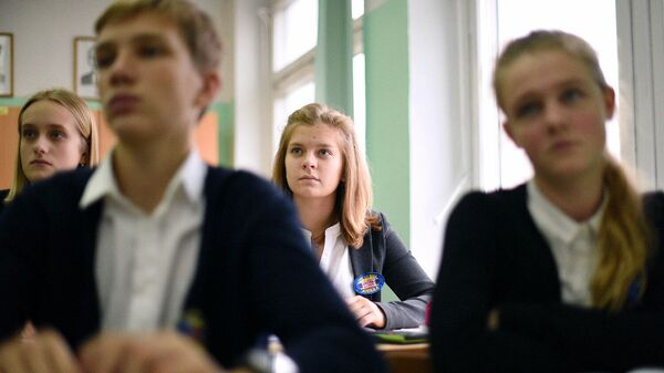 Школьники во время урока