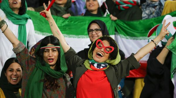 Болельщицы сборной Ирана по футболу