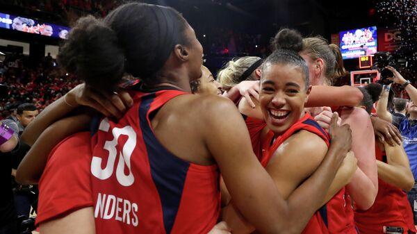 Баскетболистки Вашингтон Мистикс