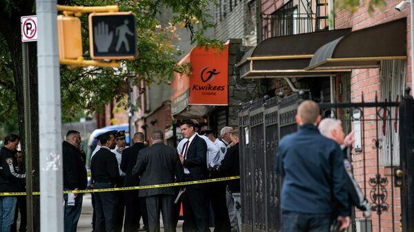 Полиция Нью-Йорка на месте стрельбы в Бруклине, Нью-Йорк. 12 октября 2019