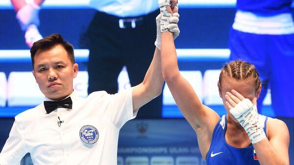 Екатерина Пальцева (Россия), победившая в поединке полуфинала в весовой категории до 48 кг против Деми Рестан (Англия) на чемпионате мира по боксу AIBA среди женщин в Улан-Удэ.