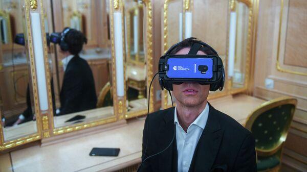 Марк Тишман ознакомился с VR-проектом РИА Новости Слепые в большом городе