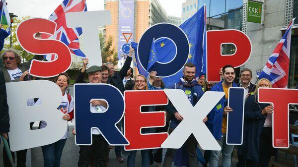 Участники акции сторонников Brexit в Брюсселе, где проходит саммит ЕС