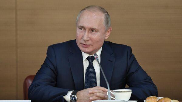 Президент РФ Владимир Путин во время посещения Всероссийского государственного института кинематографии имени С. А. Герасимова