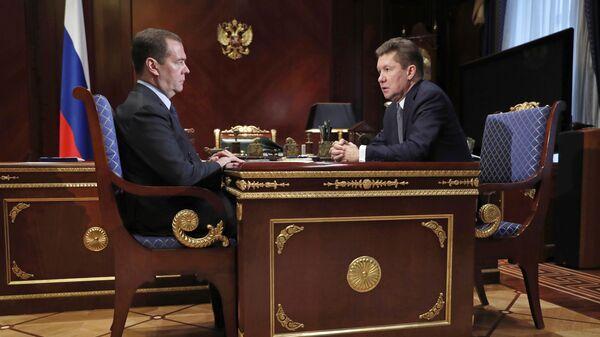 Председатель правительства России Дмитрий Медведев и председатель правления компании Газпром Алексей Миллер во время встречи
