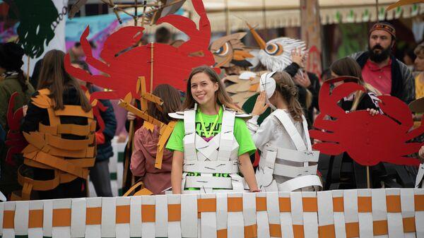 Волонтер фестиваля Алушта. Green во время репетиции карнавала