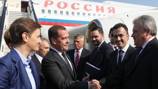 Дмитрий Медведев в аэропорту имени Николы Теслы в Белграде