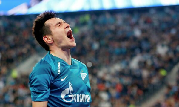 Защитник Зенита Вячеслав Караваев радуется забитому голу