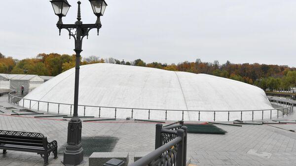 Фонтан в Царицынском парке Москвы
