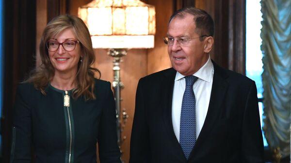 Министр иностранных дел РФ Сергей Лавров и министр иностранных дел Республики Болгарии Екатерина Захариева во время встречи в Москве