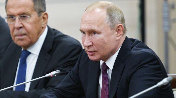 Президент РФ Владимир Путин во время встречи с президентом ЮАР Сирилом Рамафозой на полях саммита Россия - Африка