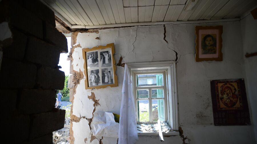 Последствия обстрела города Амвросиевки Донецкой области