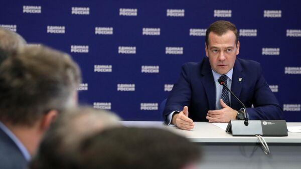 Медведев одобрил идею губернаторов-единороссов возглавить реготделения ЕР