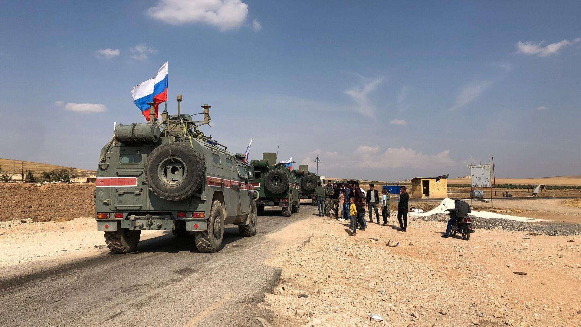 Патруль военной полиции РФ в районе Кобани на сирийско-турецкой границе - РИА Новости, 1920, 18.08.2020