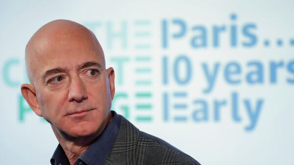 Генеральный директор Amazon Джефф Безос на пресс-конференции в пресс-клубе в Вашингтоне