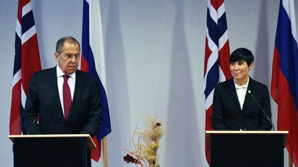 Министр иностранных дел РФ Сергей Лавров и министр иностранных дел Норвегии Ине Эриксен Сёрейд на пресс-конференции по итогам встречи в Киркенесе