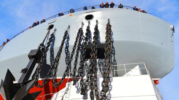 Патрульный корабль ледового класса Иван Папанин во время торжественной церемонии спуска на воду на предприятии Адмиралтейские верфи в Санкт-Петербурге