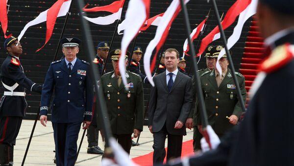 Церемония возложения венка к Национальной монументу пaвшим во Второй мировой войне