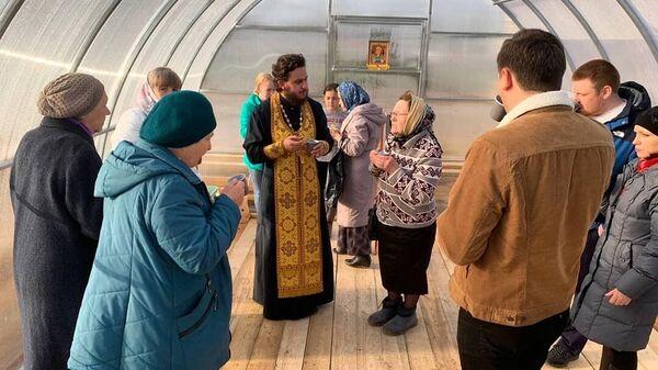 Молебен с акафистом святителю Спиридону Тримифунтскому в Вологде, на участке, выделенном для строительства храма