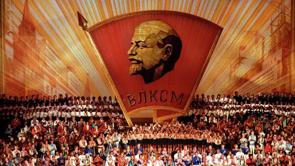 Концерт мастеров искусств в Кремлевском Дворце съездов после торжественного заседания ЦК ВЛКСМ