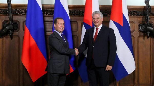 Премьер-министр РФ Дмитрий Медведев во время встречи с президентом Кубы Мигелем Диас-Канель Бермудесом