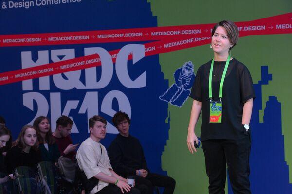 Ирина Сергеева директор по коммуникациям Британской высшей школы дизайна, создатель подкаста Ну, па-ап! на конференции по медиадизайну M&DC2k19