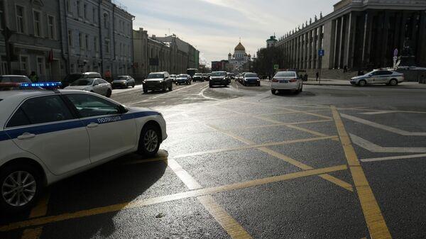 Автомобиль ДПС на улице Моховая в Москве