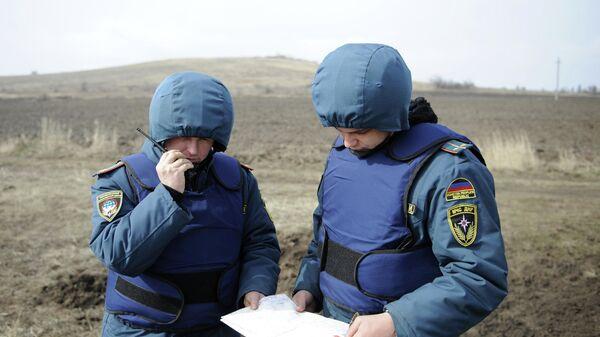 Сотрудники МЧС ДНР во время учений