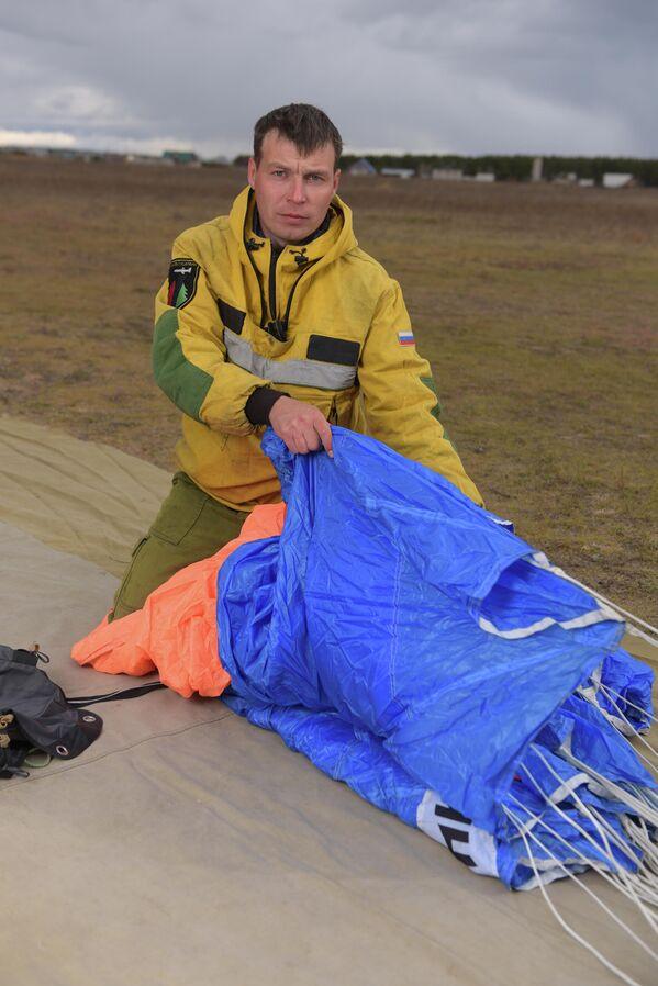 Парашютист-пожарный Читинского авиаотделения ПДПС ФБУ Авиалесоохрана Дмитрий Тудиаров уверен в профессионализме воздушных  пожарных