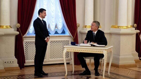 Президент Украины Владимир Зеленский и генсек НАТО Йенс Столтенберг во время встречи в Киеве. 31 октября 2019