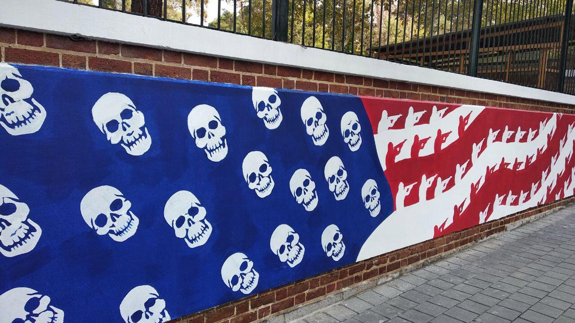 Новые граффити на стене бывшего посольства США в Тегеране - РИА Новости, 1920, 19.01.2021