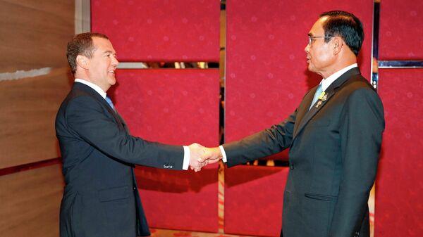 3 ноября 2019. Председатель правительства РФ Дмитрий Медведев и премьер-министр Таиланда Прают Чан-Оча (справа) во время встречи в рамках делового инвестиционного саммита АСЕАН-2019 в Бангкоке