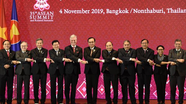 Советник президента США по национальной безопасности Роберт О'Брайен, премьер-министр Таиланда Прают Чан-Оча и представители других стран на саммите АСЕАН