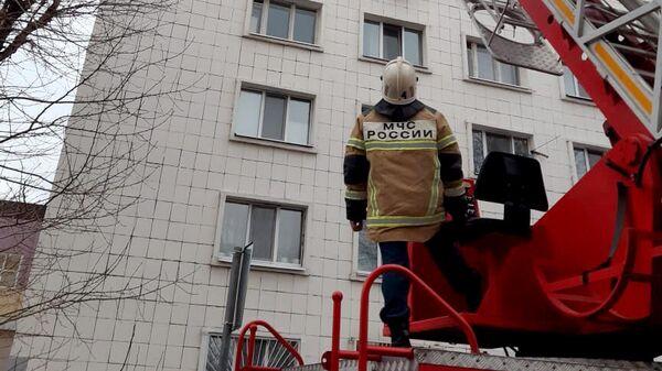 Пожарные спасли 28 человек при пожаре в жилом многоквартирном доме в Казани