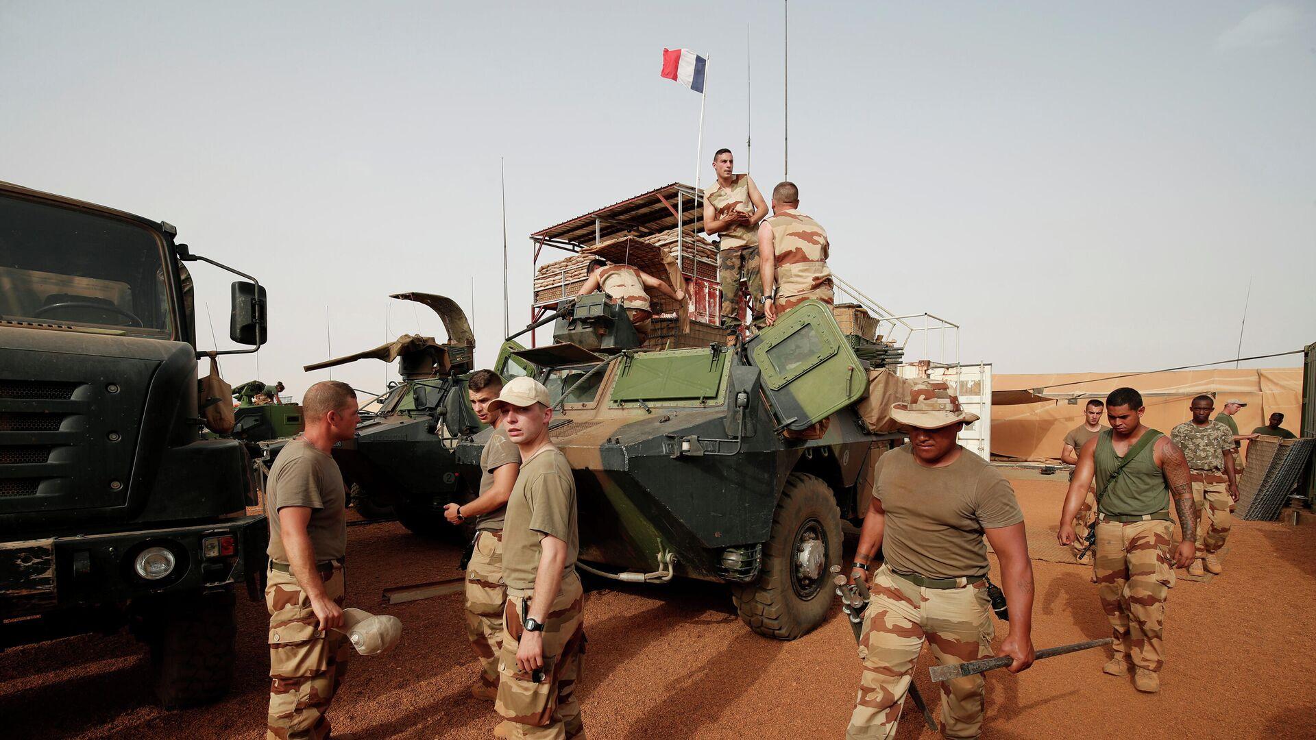 Французские военнослужащие во время антитеррористической операции Бархан в Западной Африке - РИА Новости, 1920, 06.11.2019