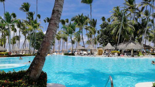 Доминикана. В бассейне отеля Melia Punta Cana Beach Resort