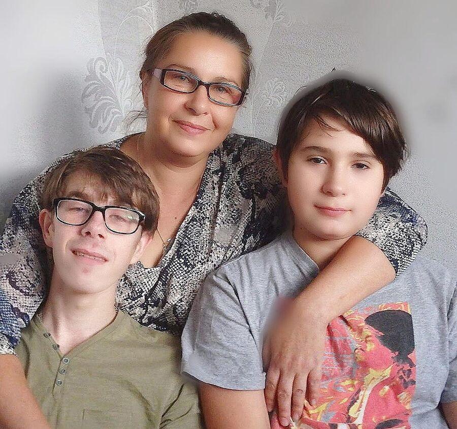 Марина Сидорова с сыновьями
