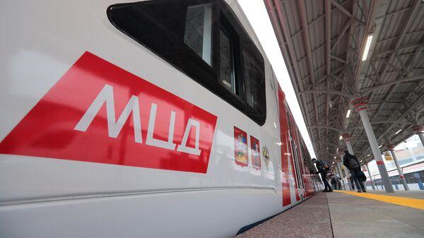 Электропоезд Иволга 2.0 у перона Белорусского вокзала во время подготовки к запуску МЦД