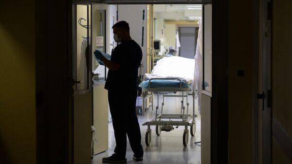 Врач в одном из больничных отделений