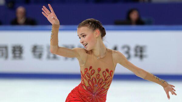 Российская фигуристка Анна Щербакова во время выступления на этапе Гран-при по фигурному катанию в Чунцине, КНР. 9 ноября 2019