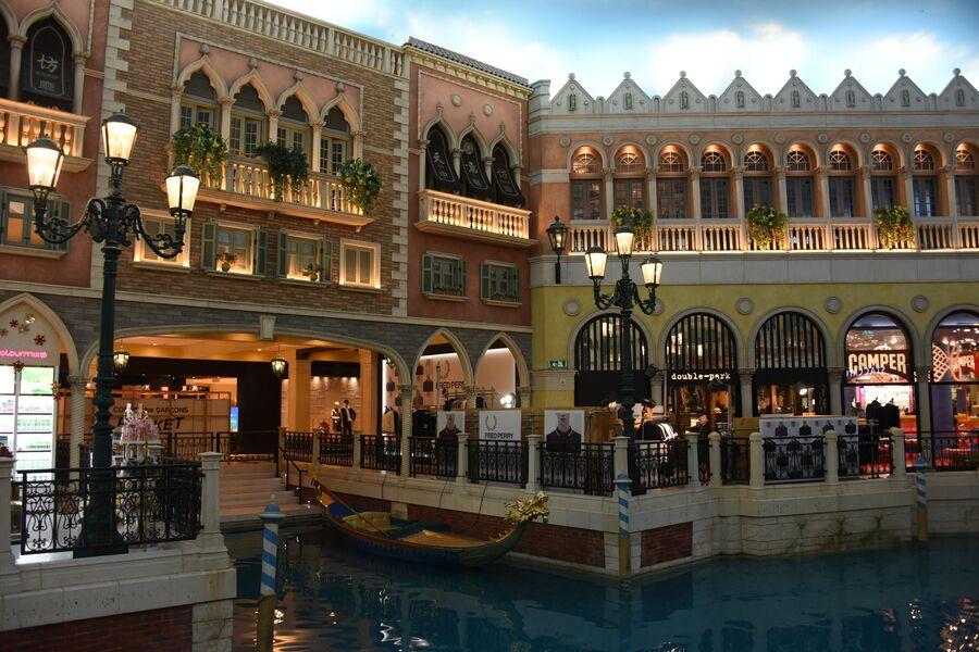 Внутри казино Venetian в Макао