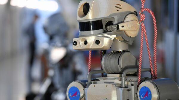 Антропоморфный робот SKYBOT F-850 Фёдор, представленный на XIII Международной научно-практической конференции Пилотируемые полёты в космос